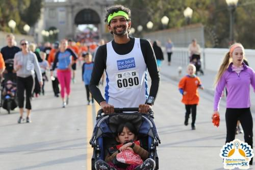 San Diego Thanksgiving 5k runner pushing his child in a stroller